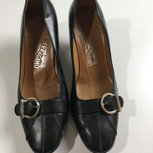 Vintage Salvatore Ferragamo Black Leather Pumps